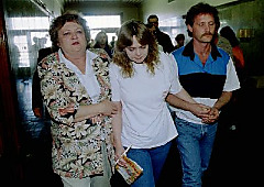 1994, Pam and Terry Hobbs leave courtroom